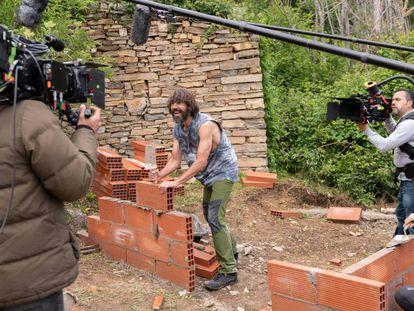 Santi Millán, durante el rodaje de 'El pueblo'.