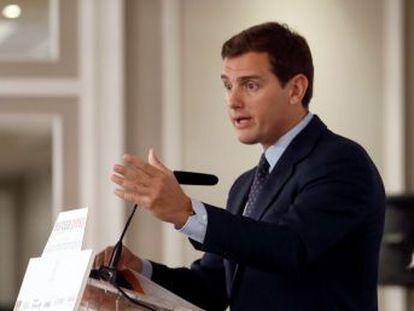 """Casado destaca su """"excelente relación"""" con el líder del partido, """"la derecha nueva"""""""
