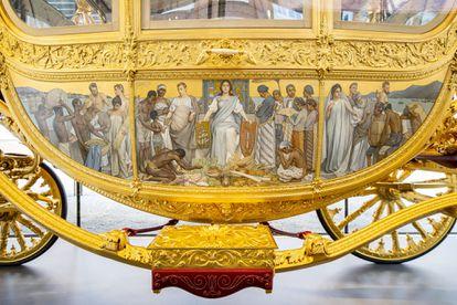 El panel izquierdo de la Carroza Dorada, llamado 'Tributo desde las Colonias', en el Museo Histórico de Ámsterdam.