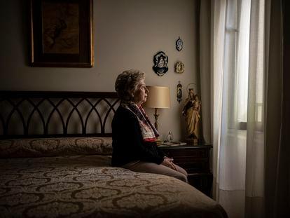 María de los Ángeles Ibáñez, víctima de ETA, en su casa del barrio de Argüelles, en Madrid.
