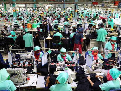 Trabajadoras de la empresa Fakhruddin Textile Mills en Gazipur, Bangladesh.