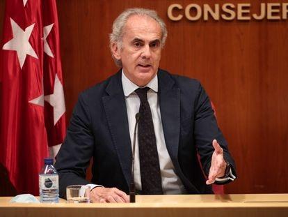 El consejero de Sanidad de la Comunidad de Madrid, Enrique Ruiz Escudero, durante la rueda de prensa de este jueves.