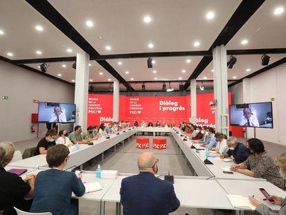 Una imagen de la ejecutiva del PSC. En las dos pantallas, Miquel Iceta, primer secretario del partido.