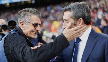 Fernando Zueras saluda a Ernesto Valverde en una foto de su amigo Alejandro García.