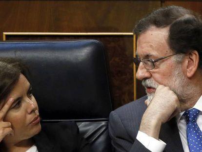 Mariano Rajoy junto a Soraya Sáenz de Santamaría.