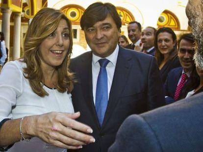 La presidenta de la Junta de Andalucía, Susana Díaz, junto al alcalde de Huelva, Gabriel Cruz, este jueves en la capital onubense.