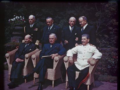 En primer plano, Clement Atlee, Harry Truman y Josef Stalin en Potsdam.