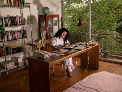 La investigadora Susana Vargas, en su estudio de Ciudad de México el 24 de abril de 2021.
