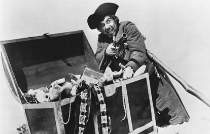 El actor británico Rober Newton, caracterizado de pirata para el filme 'Treasure island' (1950)