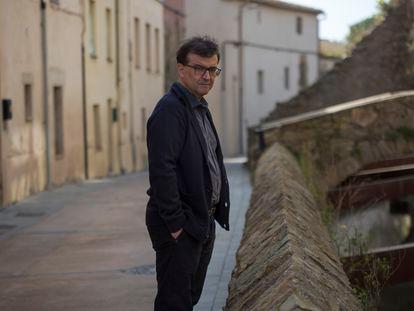Javier Cercas, retratado el 22 de febrero en Verges (Girona), donde está pasando la pandemia de coronavirus.