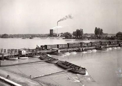 'Maxauer Schiffsbrücke' (1935). Fotografía de Paul Wolff.