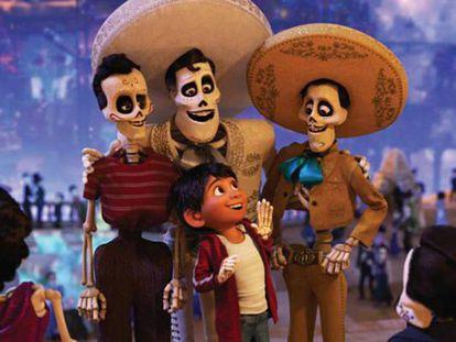 Miguel, el protagonista de 'Coco', visita el mundo de los muertos. En vídeo, el tráiler de la película.