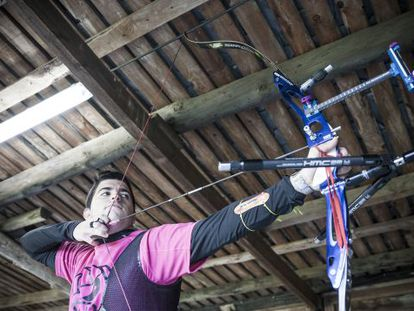 Miguel Alvariño, en el club de tiro con arco Silex en Galicia