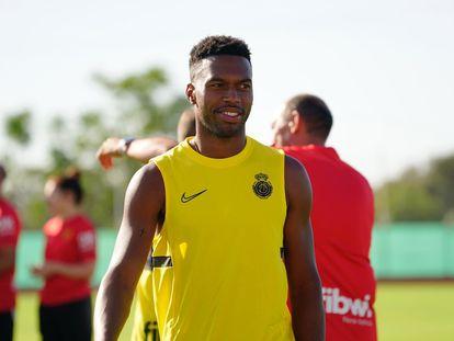 Sturridge, en el campo de entrenamiento del Mallorca.