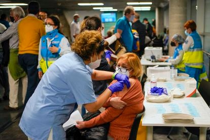 Vacunación en el WiZink Center en Madrid, en abril de 2021.