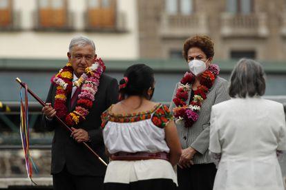 López Obrador con Rousseff, este jueves en la Ciudad de México.