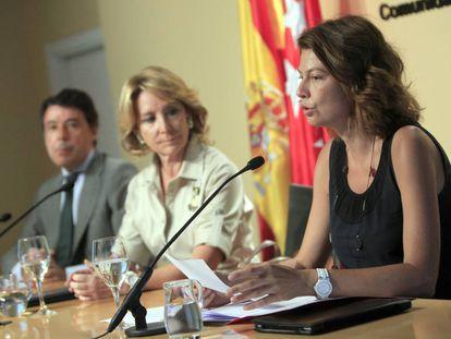 Ignacio González, Esperanza Aguirre y Lucía Figar, en 2011.