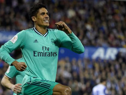 Varane celebra su gol al Zaragoza.