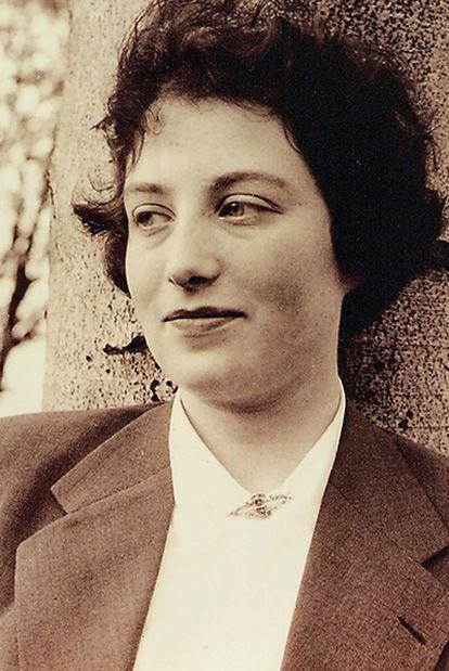 Retrato de Blitz Konig en 1951, cuando trabajaba como secretaria en Inglaterra.