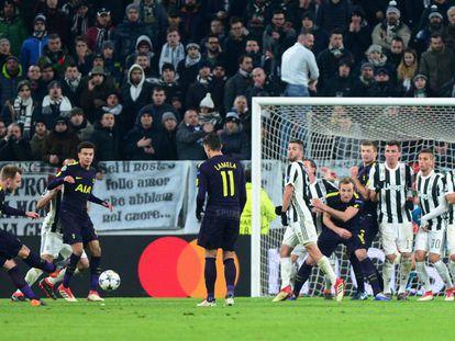 Segundo gol del Tottenham en Turín gracias a un libre directo ejecutado por Eriksen.