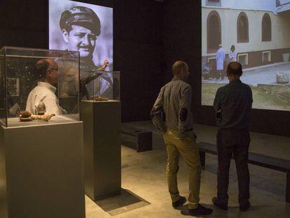 Aspecto general de la sala de exposición del Arts Santa Mònica con la instalación de Torres.
