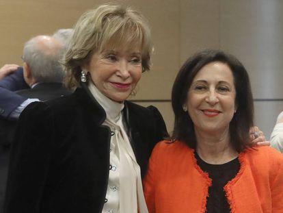 María Teresa Fernández de la Vega (izquierda) junto a Margarita Robles.
