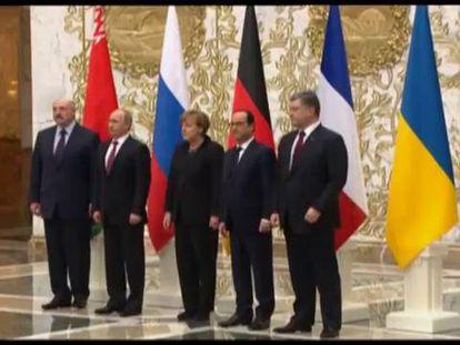 Lukashenko, Putin, Merkel, Hollande y Poroshenko, este jueves tras concluir la cumbre.