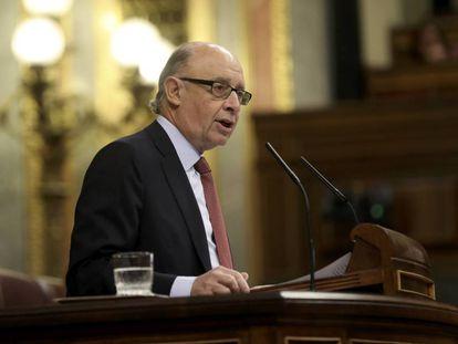 El ministro de Hacienda Critóbal Montoro en el pleno del Congreso de este jueves.