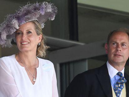 Sofía de Wessex y su esposo, el príncipe Eduardo, en Ascot, este miércoles.