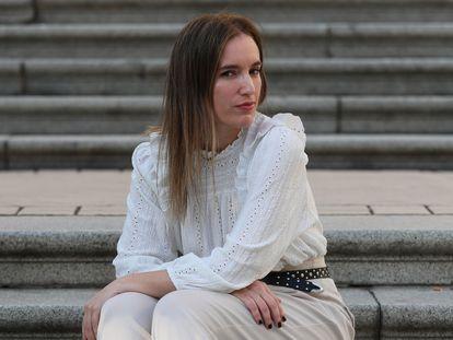 Fátima Valdés, propietaria de la firma de moda War(Drobe), en la plaza de Las Salesas.