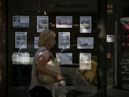 Anuncios de pisos de alquiler en Barcelona.