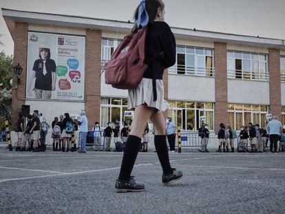 Entrada a clase en un colegio privado, el pasado septiembre.