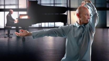 El bailarín Cesc Gelabert y el pianista Pedja Muzijevic, en 'Framing Time'.