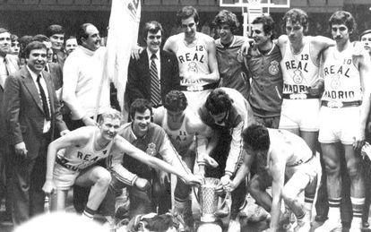 La plantilla del Real Madrid de la temporada 1973-1974.