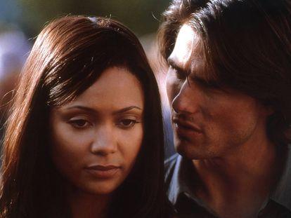 Thandie Newton y Tom Cruise en 'Misión: Imposible 2', en el año 2000