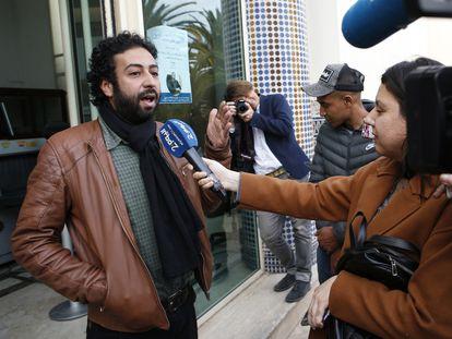 El periodista Omar Radi, tras comparecer ante un tribunal de Casablanca el pasado 5 de marzo.