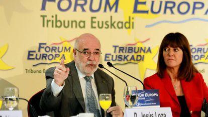 El delegado del Gobierno en el País Vasco, Jesús Loza, junto a Idoia Mendia, este miércoles en el Fórum Europa en Bilbao.