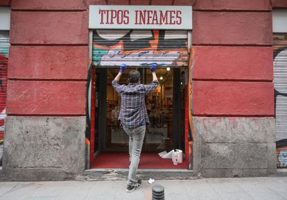 Apertura este lunes de la librería Tipos Infames en el barrio de Malasaña, de Madrid.