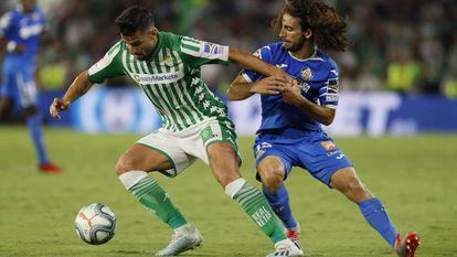Barragán controla el balón ante Cucurella.