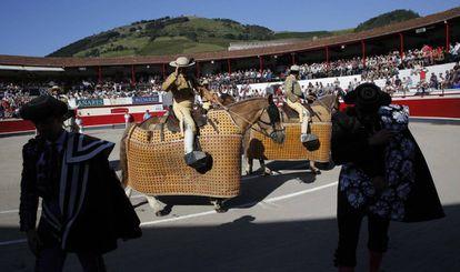 Paseíllo de la corrida de la feria de San Ignacio, en Azpeitia, este sábado.
