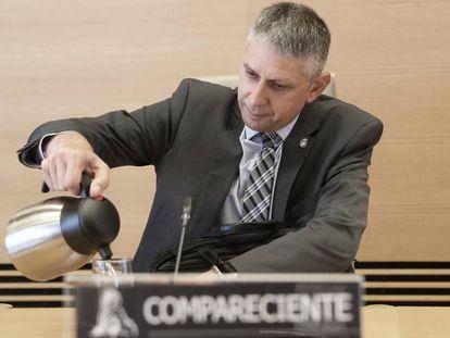El ex inspector jefe de la Policía José Ángel Fuentes Gago comparece en la comisión parlamentaria que investigaba la 'policía patriótica', en julio de 2017.