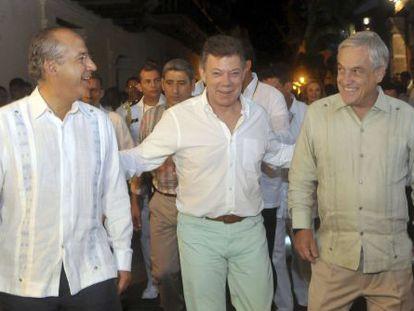 De izquierda a derecha, los presidentes de México, Felipe Calderón; Colombia, Juan Manuel Santos; y Chile, Sebastián Piñera, este jueves en Cartagena de Indias.