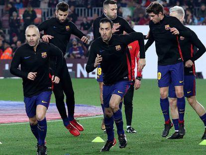 El Barcelona entrenando antes del partido.