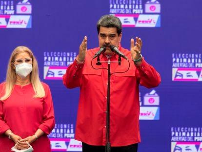 El presidente de Venezuela, Nicolás Maduro, junto a la diputada y esposa, Cilia Flores, este domingo durante la jornada de primarias del PSUV.
