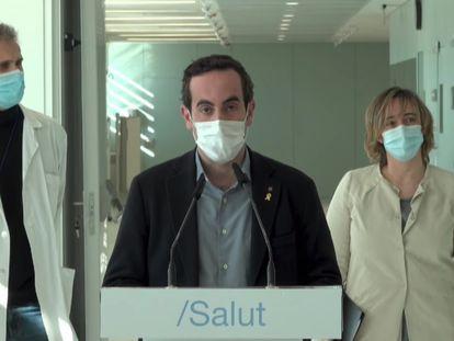 El secretario general de Salud de la Generalitat, Marc Ramentol, en el centro, en el nuevo hospital satélite de Can Ruti.