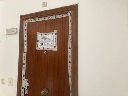 Puerta de la vivienda donde se ha producido el crimen.