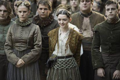 Arya asiste a la representación teatral en el capítulo 6 de 'Juego de tronos'.