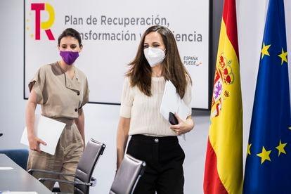 Ione Belarra e Irene Montero, a su llegada, el viernes pasado, a una rueda de prensa en Madrid.
