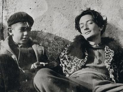 Salvador Dalí, en una foto desconocida y sin datar, muy lejos de sus estudiados posados posteriores.