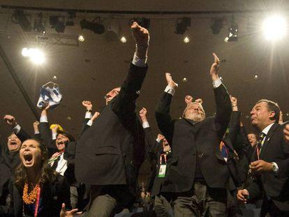 Lula, Carlos Arthur Nuzman, presidente de la candidatura olímpica, y el ex-gobernador Sergio Cabral conmemoran la elección del Río.